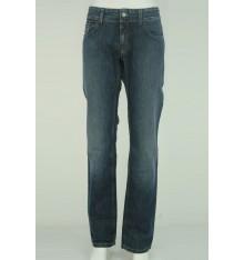 Jeans cinque tasche marchio sulla  tasca dietro